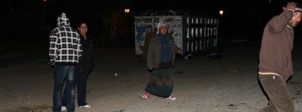 Un grupo de rumanos recogiendo la basura del barrio Ventilla