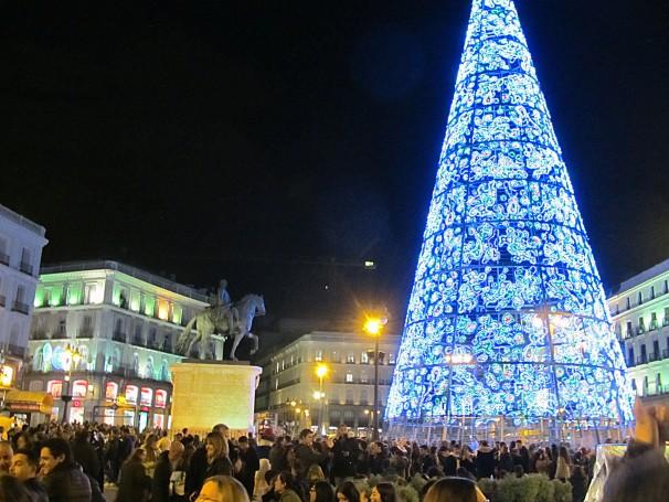 Puerta del Sol el primer día de iluminación por Navidad. Foto: Francisco Valente