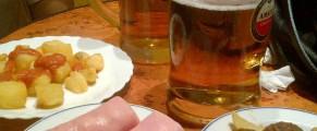 Cervezas con tapas. Fotos: Marta B.