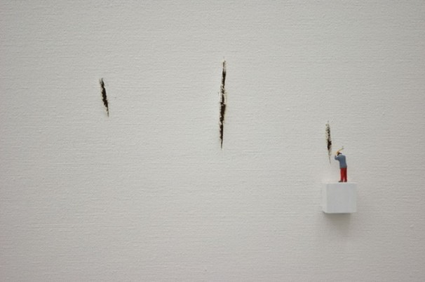 Liliana Porter | Situations with Levitating Rabbit (detalle)