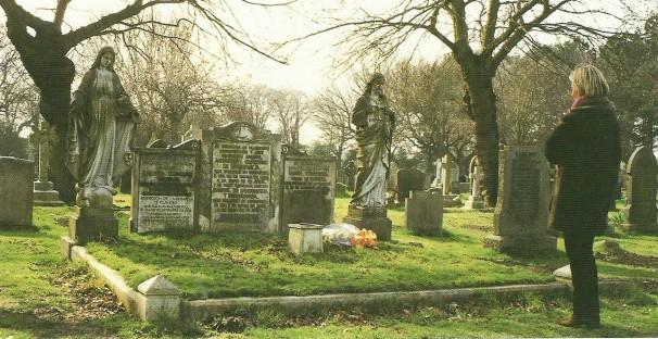 Foto de las tumbas del matrimonio Larrinaga