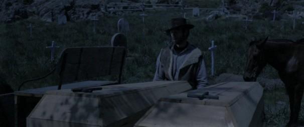 Fotogramas de «Por un puñado de dólares» (Sergio Leone, 1964). Arriba, Clint Eastwood en uno de los cementerios de los decorados. Abajo, la calle principal del poblado