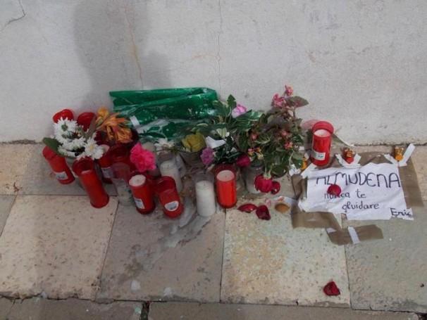 Ofrenda a Almudena M. en la calle de la Luz. Foto: F.D-I.