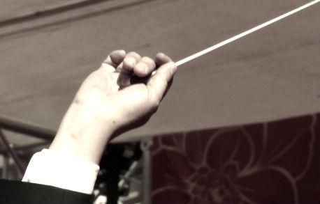 De vez en cuando Wang sigue tocando el violín en su tiempo libre